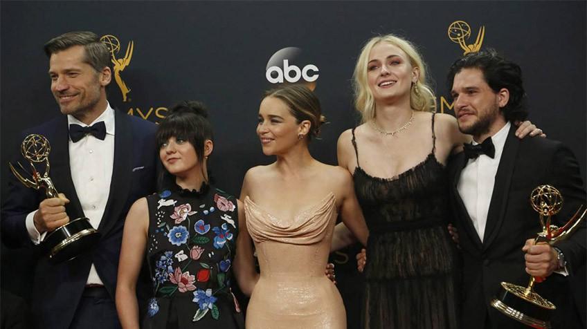 Game of Thrones conquista 38 premiações no Emmy de 2016 e bate o recorde.